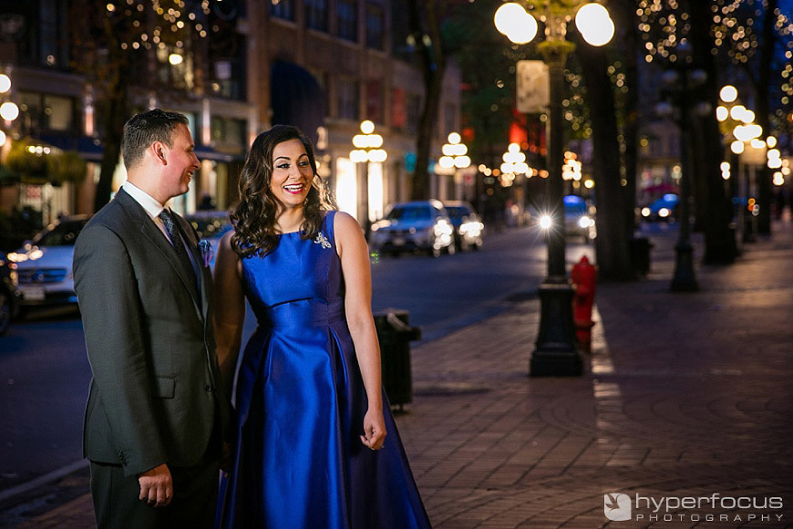 night_evening_gastown_vancouver_engagement_session_05