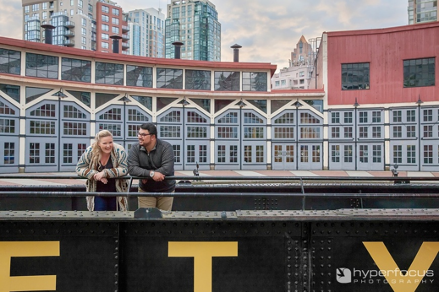 vancouver_engagement_photography_yaletown_roundhouse_01