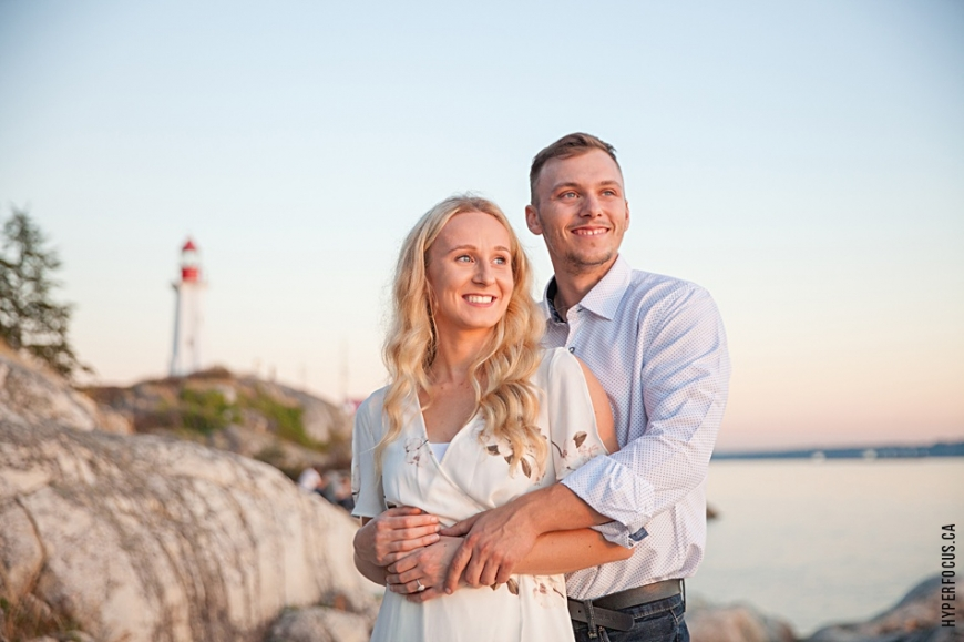 Lighthouse Park autumn engagement photo session